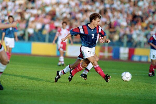 Дидье Дешам в матче ЕВРО-1992 против сборной Дании