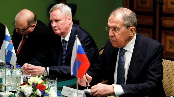 Лавров обсудил с главой МИД Финляндии действия НАТО на Балтике