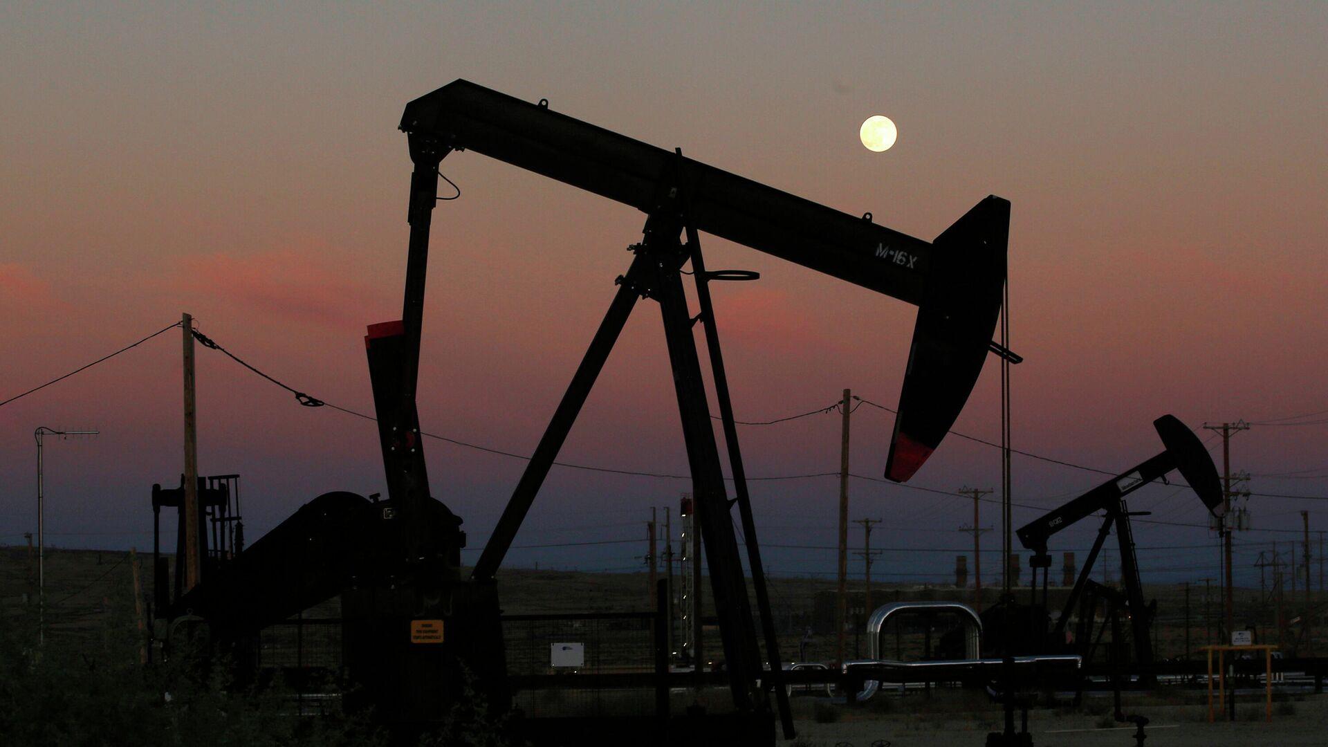 Нефтяные вышки в Маккитрике, штат Калифорния - РИА Новости, 1920, 23.02.2021