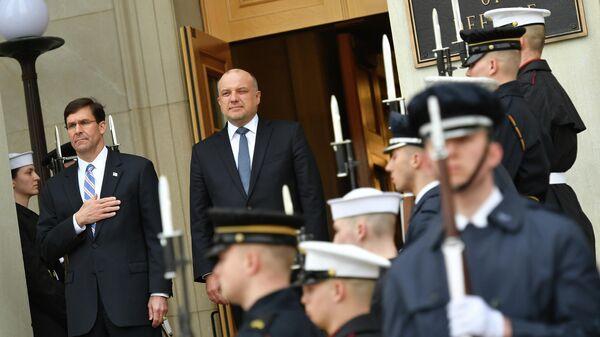 Министр обороны США Марк Эспер и министр обороны Эстонии Юри Луйк в Пентагоне в Вашингтоне. 3 марта 2020
