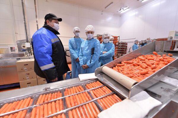 Студенты ДГТУ на производстве колбасной продукции