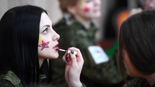 Участницы конкурса красоты среди женщин-военнослужащих Ракетных войск стратегического назначения Макияж под камуфляж в Переславле-Залесском