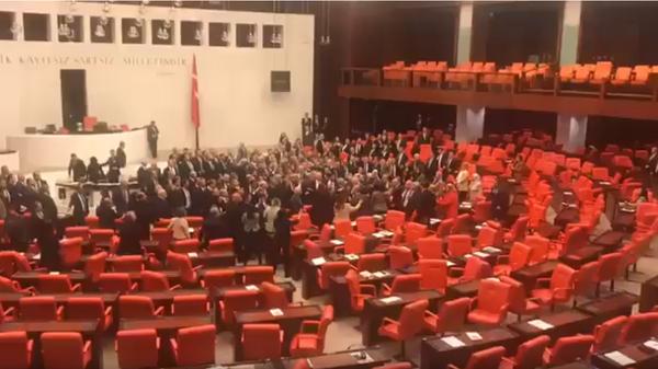 Потасовка в турецком парламенте 04.03.2020