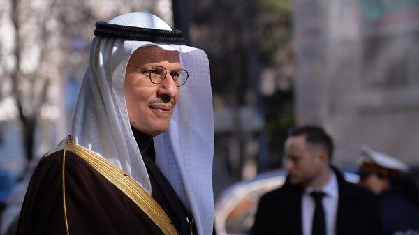 Министр энергетики Саудовской Аравии принц Абдель Азиз бен Сальман после заседания министров стран ОПЕК  в Вене
