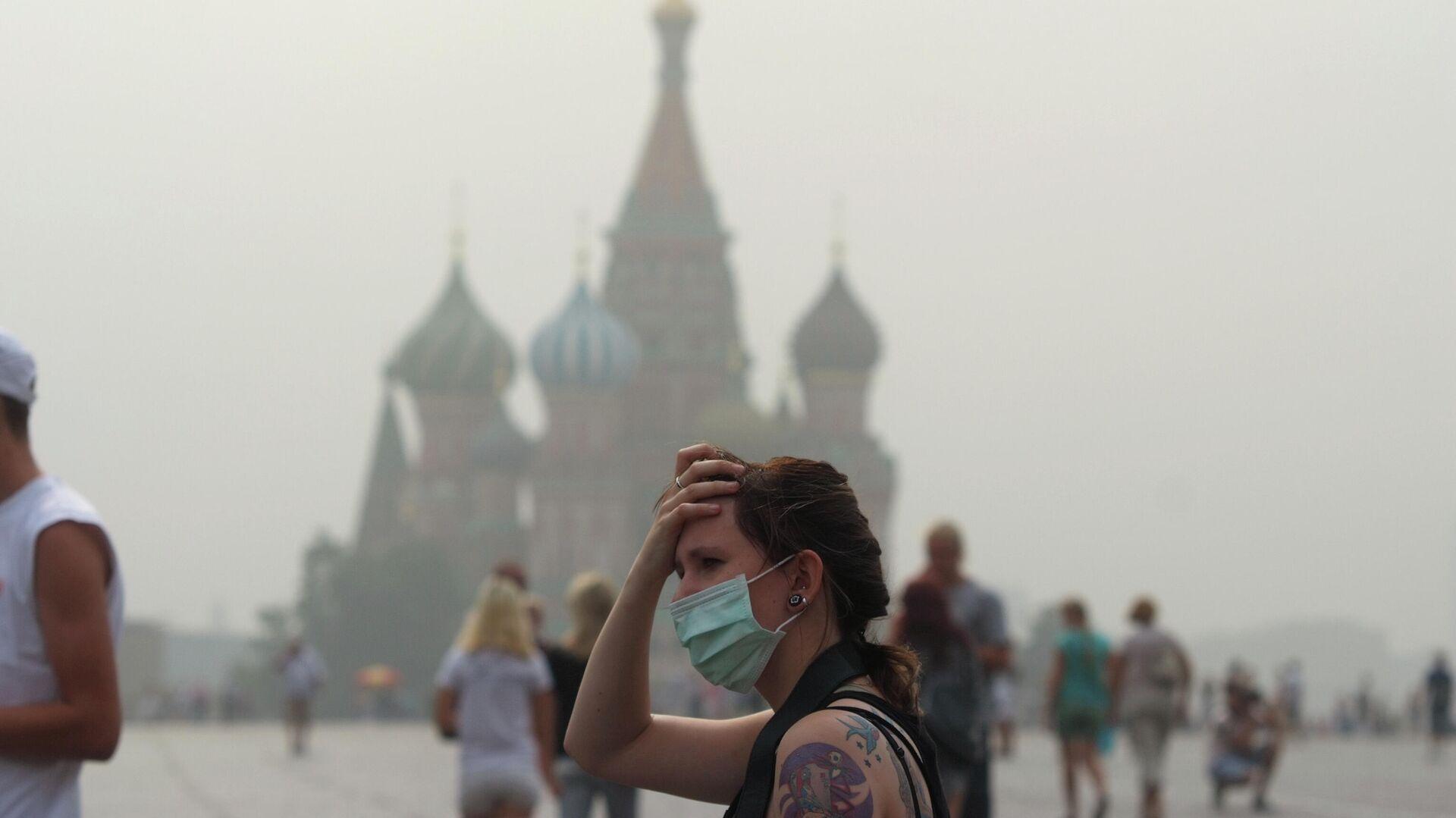 Девушка на Красной площади в жаркую погоду - РИА Новости, 1920, 09.03.2021