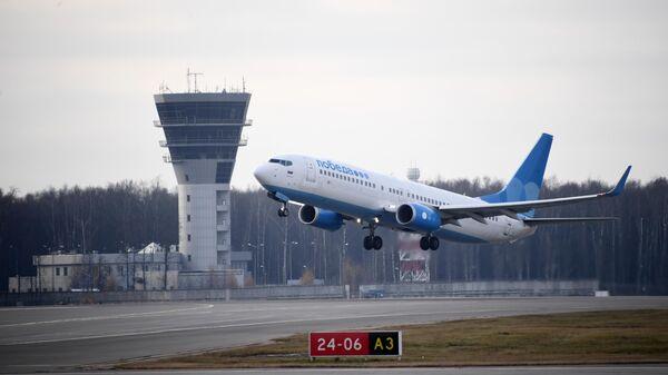 Самолет Boeing 737-800 авиакомпании Победа в международном аэропорту Внуково