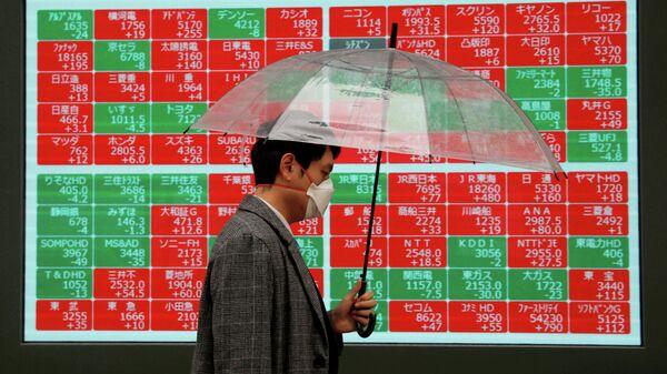 Электронное табло, отображающее индексы мировых рынков