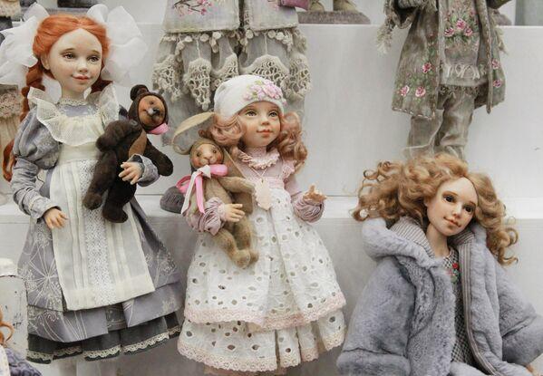 Авторские куклы Елены Малофеевой на международном весеннем балу авторских кукол в выставочно-презентационном комплексе T-Modul в Москве