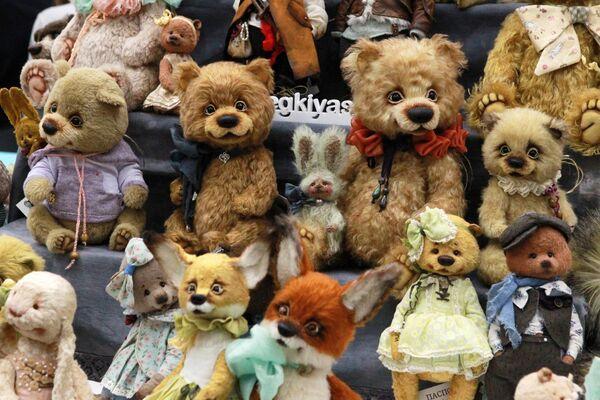 Авторские игрушки на международном весеннем балу авторских кукол в выставочно-презентационном комплексе T-Modul в Москве
