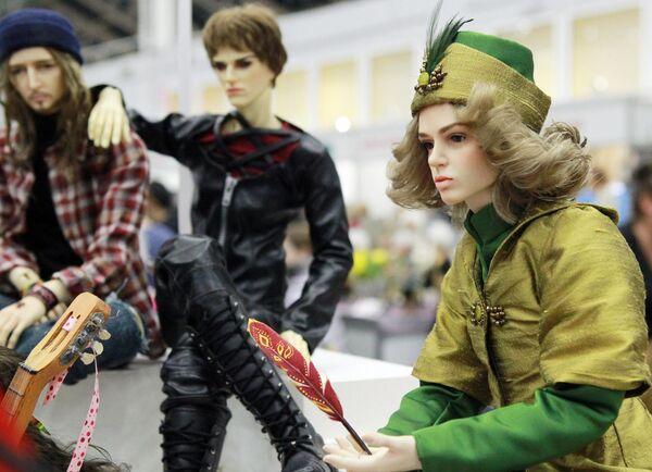 Авторские куклы на международном весеннем балу авторских кукол в выставочно-презентационном комплексе T-Modul в Москве
