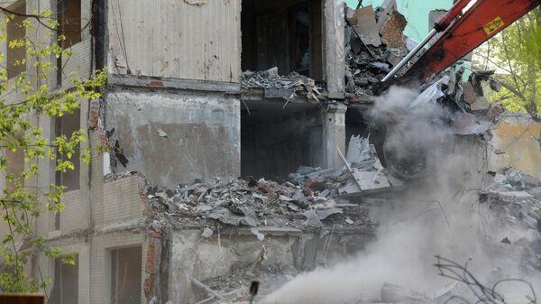 Снос выселенного аварийного пятиэтажного дома