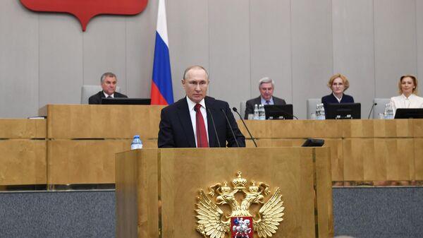 Президент РФ Владимир Путин выступает на пленарном заседании Государственной Думы РФ