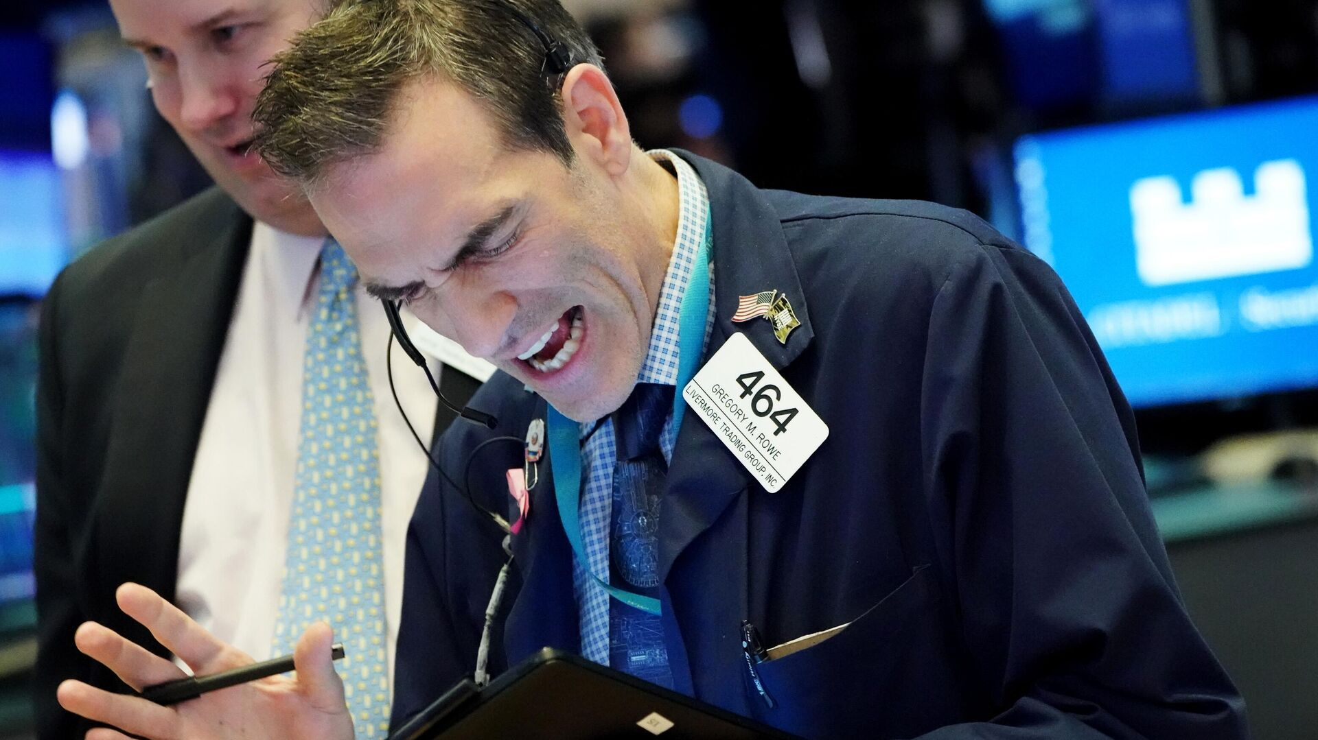 Трейдеры в момент закрытия торгов на Нью-Йоркской фондовой бирже - РИА Новости, 1920, 09.03.2021