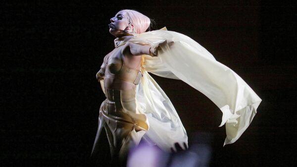 Певица Леди Гага во время выступления в Москве
