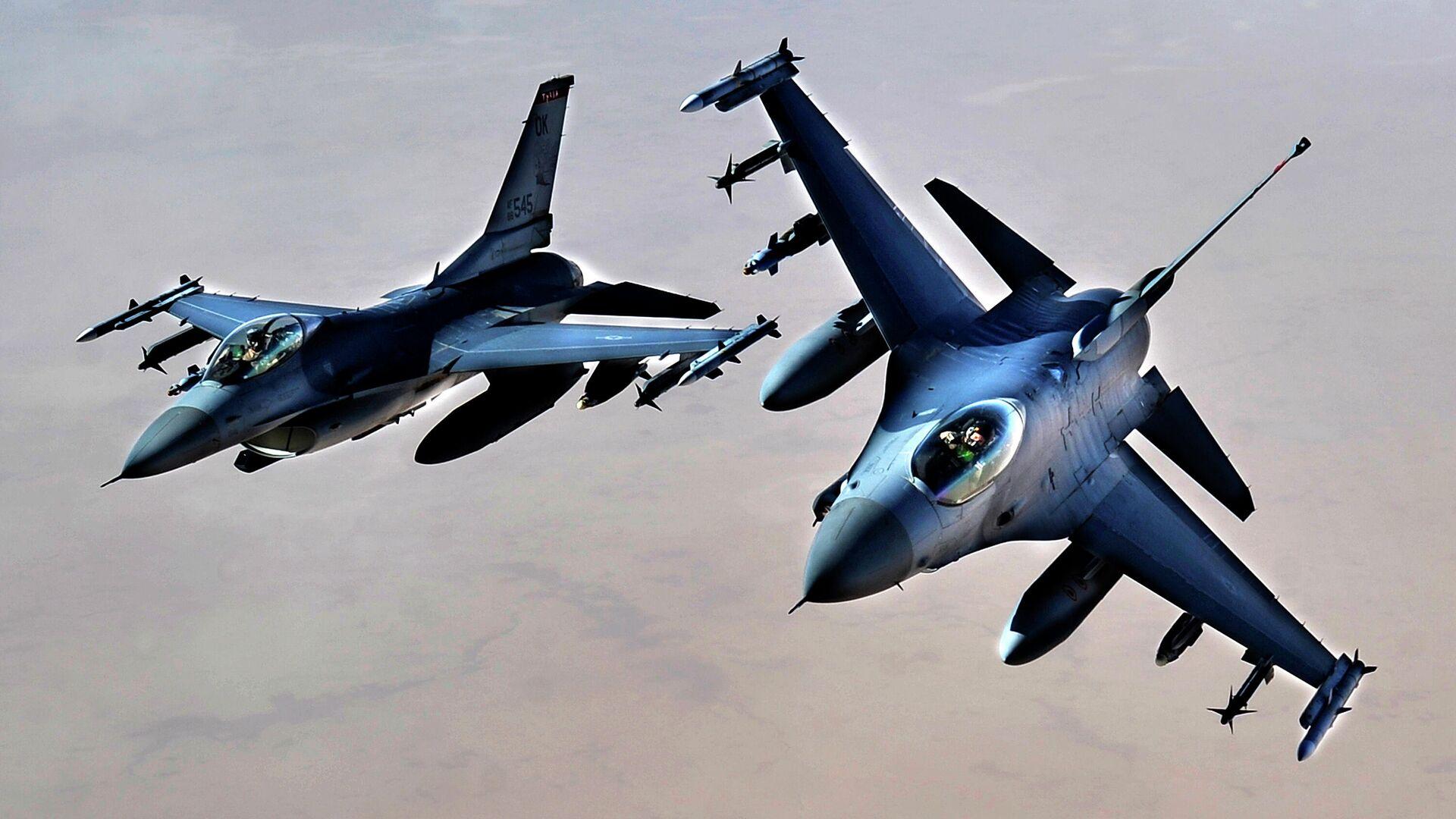 Истребители ВВС США F-16 над территорией Ирака - РИА Новости, 1920, 23.09.2020