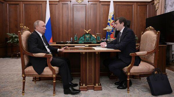 Президент РФ Владимир Путин и министр просвещения Сергей Кравцов во время встречи