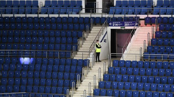 Пустые трибуны на хоккейном матче