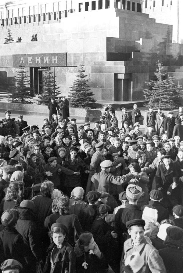 На Красной площади утром 9 мая 1945 года