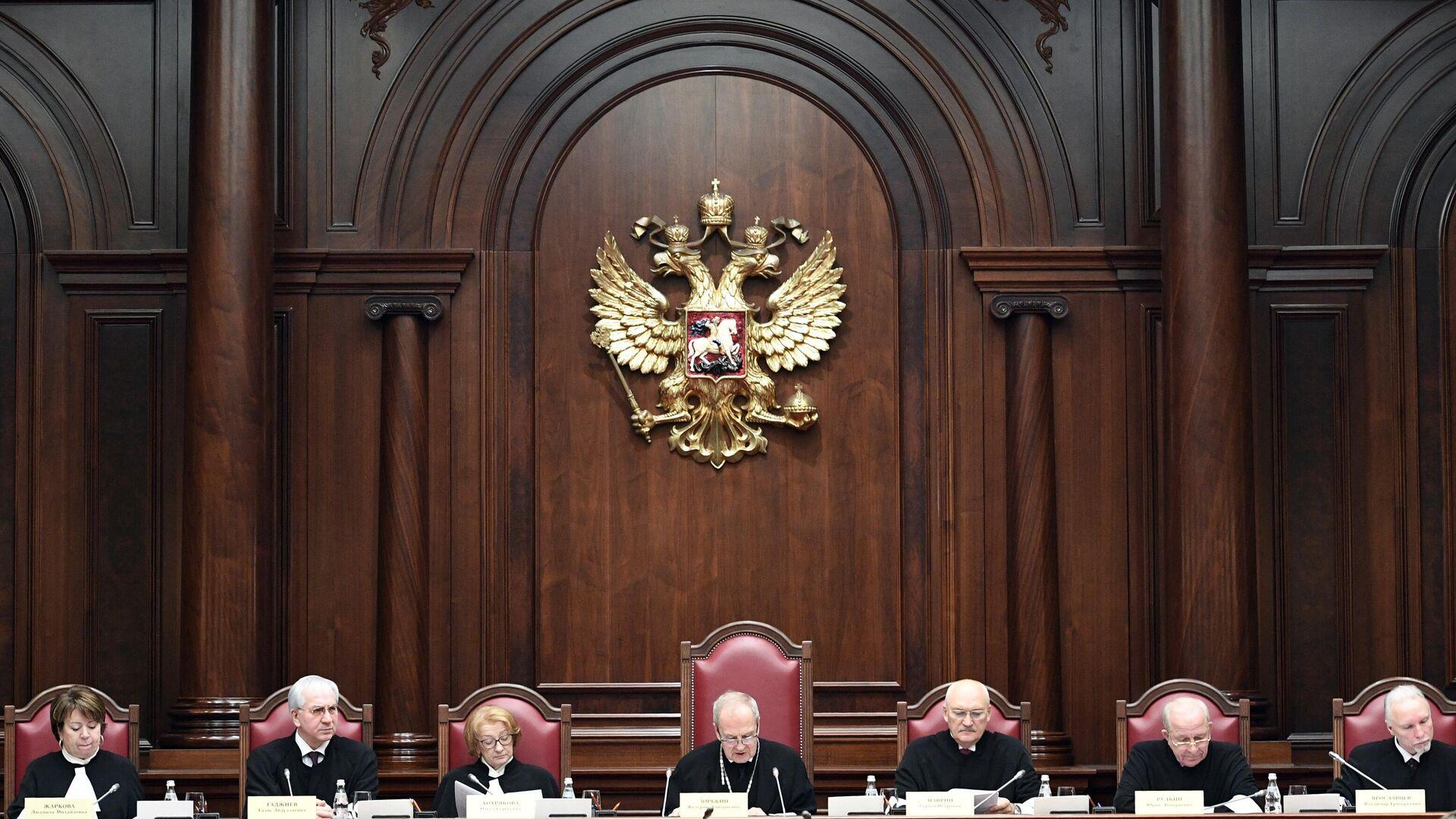 Фракция КПРФ в Госдуме выступила против принятия закона о КС