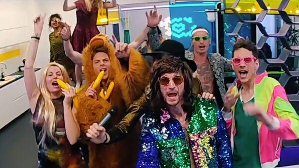 Участники реалити-шоу Big Brother (Большой брат) на телеканале SAT.1. Стоп-кадр видео