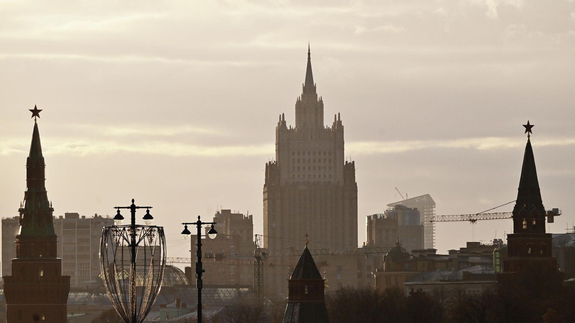 Московский Кремль и здание Министерства иностранных дел РФ - РИА Новости, 1920, 07.02.2021