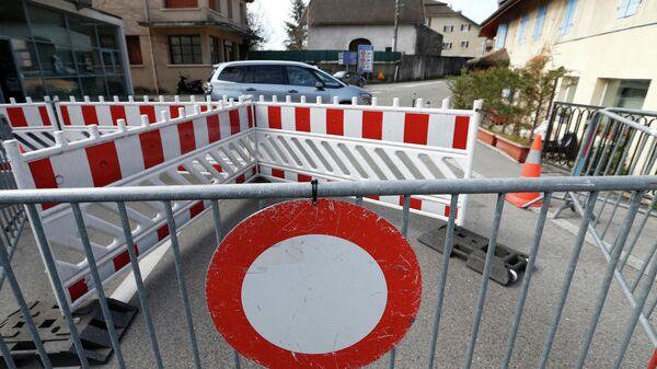 Дорожные знаки на границе Швейцарии и Франции