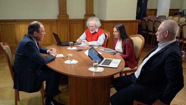 Министр иностранных дел РФ Сергей Лавров во время интервью в прямом эфире радиостанциям Спутник, Эхо Москвы и Говорит Москва