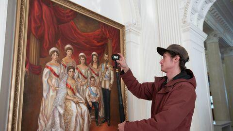 Портрет последнего императора из династии Романовых Николая II и его семьи