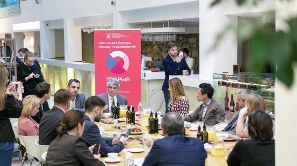 Руководитель ДПИР Алексей Фурсин на встрече с представителями предпринимательского сообщества