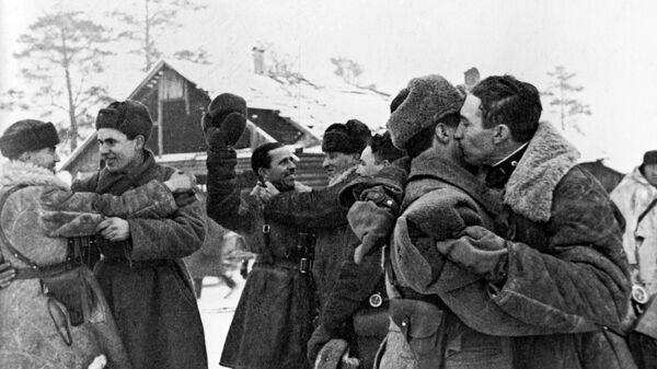Прорыва блокады Ленинграда. Встреча солдат Ленинградского и Волховского фронтов 18 января 1943 года