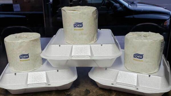 Ресторан в Миннесоте предлагает своим клиентам бесплатный рулон туалетной бумаги с заказами на вынос на сумму 25 долларов и более