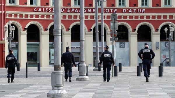 Полицейские на площади Массена в Ницце
