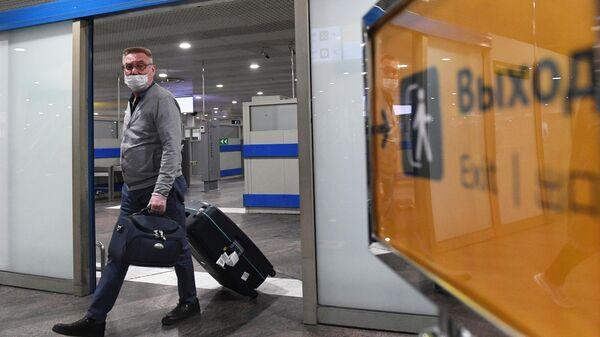 Российский турист, прилетевший из Черногории в аэропорту Шереметьево
