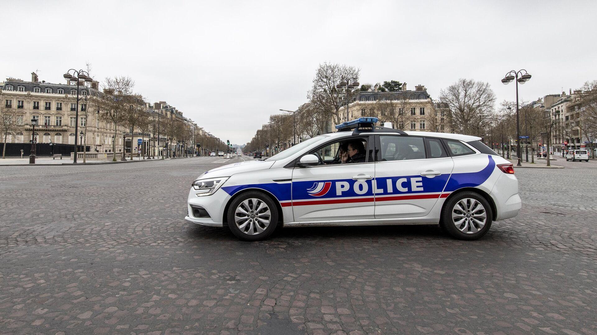 Автомобиль полиции на безлюдной улице в Париже - РИА Новости, 1920, 14.11.2020
