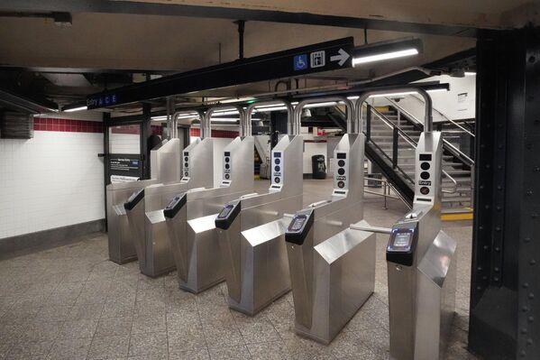 Турникеты на станции Пенсильванский вокзал (Penn Station) в Нью-Йорке