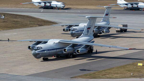 Военно-транспортный самолет ВКС России Ил-76