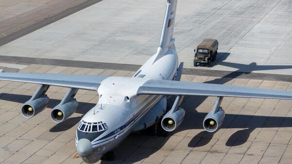 Военно-транспортный самолет ВКС России Ил-76 МД с медицинским оборудованием, предназначенным для отправки в Италию