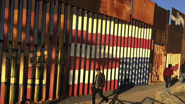 США: коронавирус великой стене не помеха