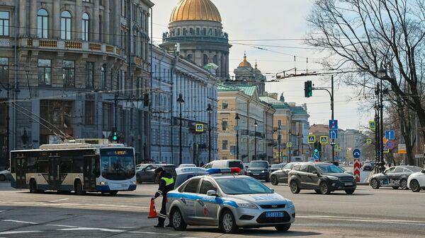 Сотрудник ГИБДД во время работы в Санкт-Петербурге