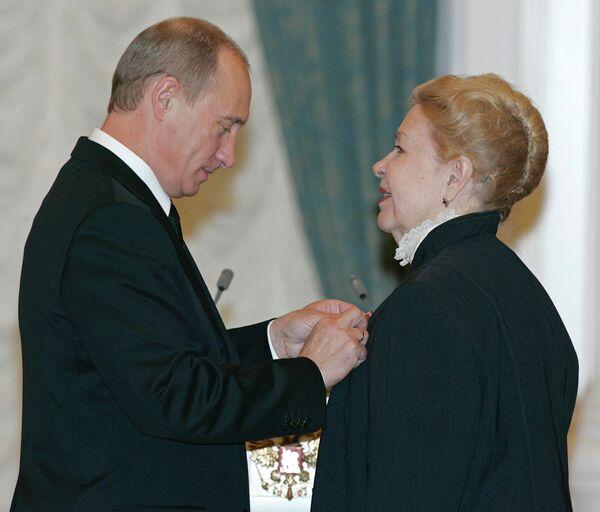 Президент РФ Владимир Путин наградил орденом За заслуги перед Отечеством IV степени актрису Инну Макарову