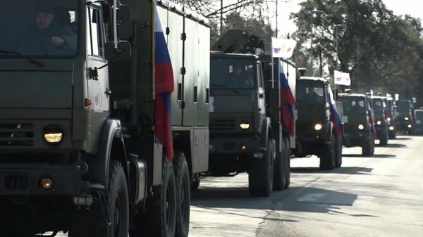 Колонна спецтехники с военными специалистами Министерства обороны РФ в Бергамо, Италия