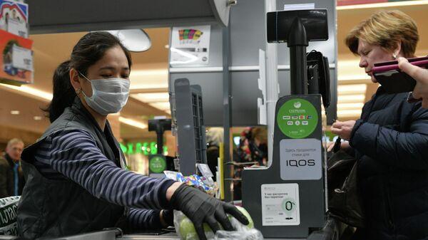 Сотрудница супермаркета в Москве
