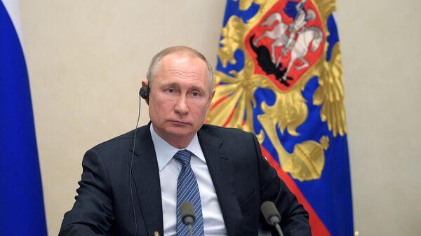 Президент РФ Владимир Путин во время участия в саммите лидеров Большой двадцатки по коронавирусу в режиме видеоконференции