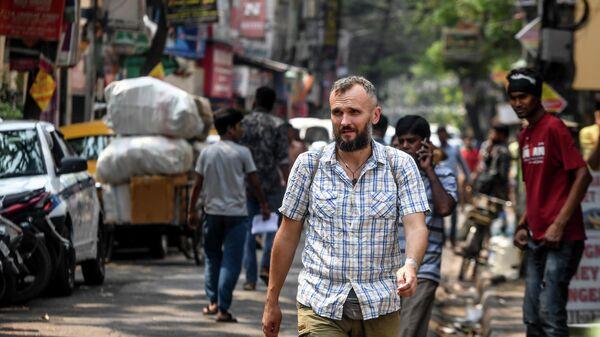 Иностранный турист на улице в Калькутте