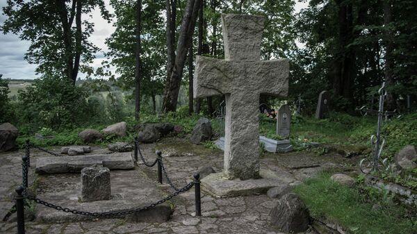 Труворов крест в Изборске Псковской области