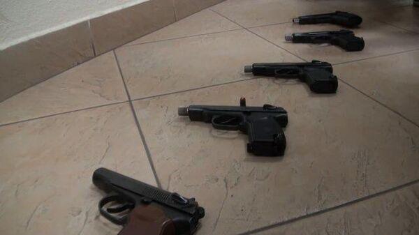 Кадры задержания за хранение оружия