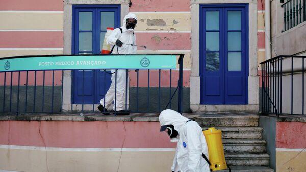 Дезинфекция улицы в городе Кашкайш, Португалия