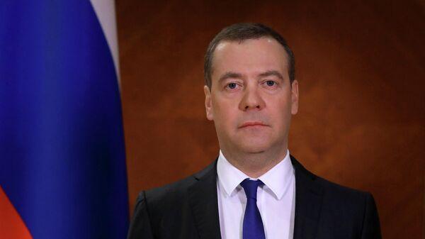 Медведев: правительство поставлено в сложную ситуацию из-за COVID-19