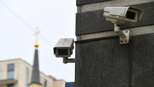 Видеокамеры на доме в Москве