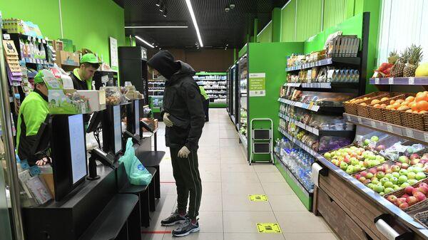 Покупатель в магазине в Москве